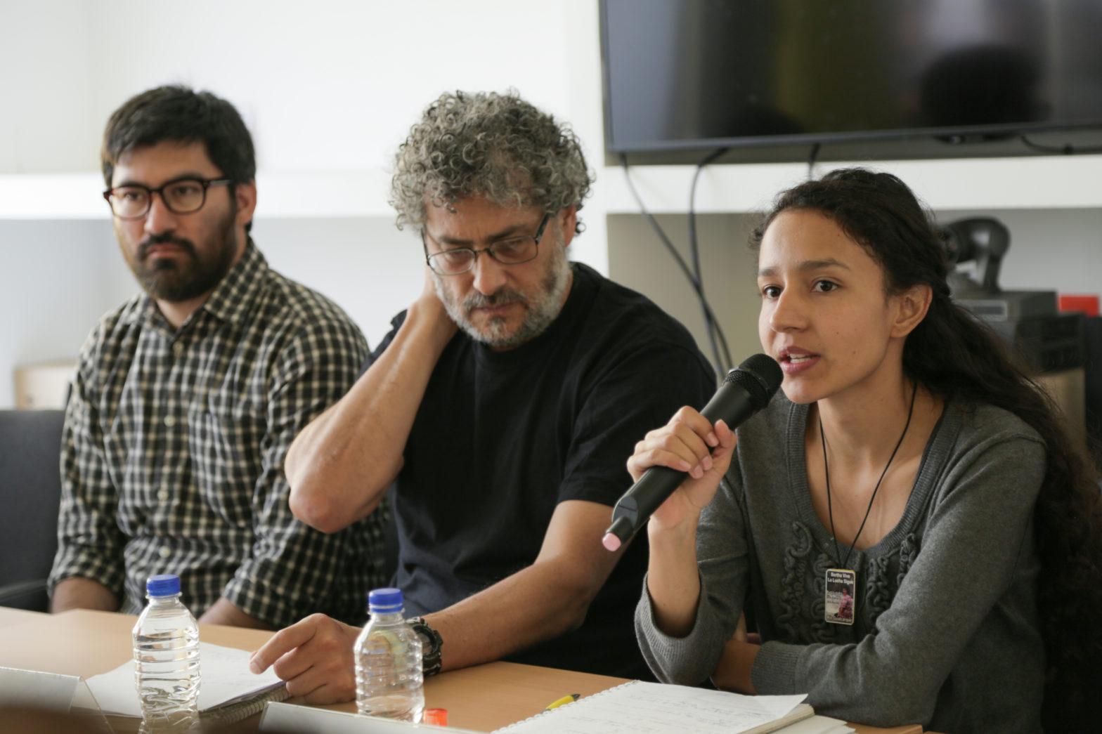 Bertha Zúñiga, hija de Berta Cáceres, durante la conferencia de prensa de hoy. Foto: Sergio Ortiz Borbolla
