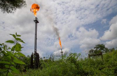 Ecuador: Justicia ordena que empresa petrolera apague mecheros y pare de contaminar